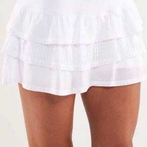 Lululemon white lace run/tennis skirt size 2